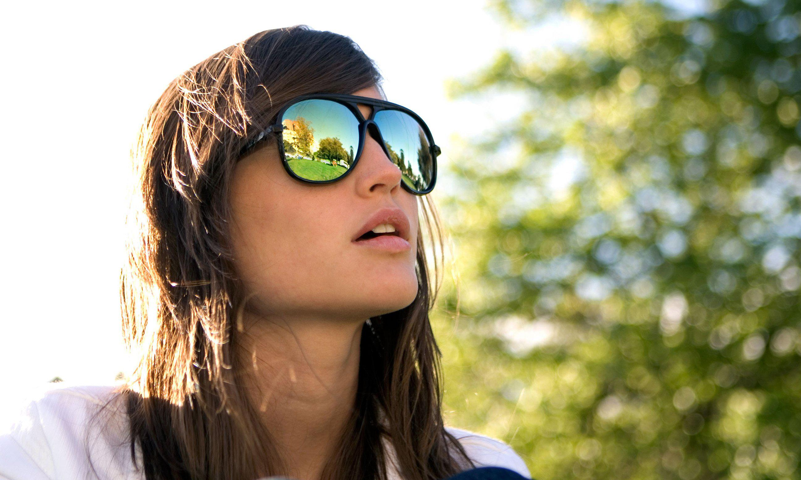 How to: Γυαλιά με χρωματιστούς φακούς, μπερές, τσάντα μέσης, glitter